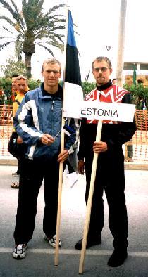 Kaugdistantsi triatloni MMil Ibiza saarel kohtusid Eestit esindav Margus Tamm ja Kanadat esindav Eerik Randsalu.  - pics/2003/JUU1.jpg