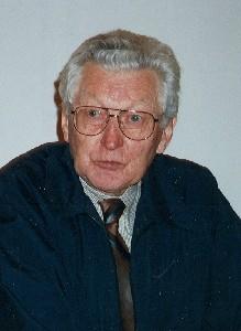 Oktoobrikuu sünnipäevalaps Paavo Loosberg meenutamas oma elukäiku. Foto: H. Oja - pics/2005/11503_3.jpg