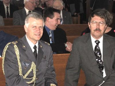 Brig. Gen. Vello Loema, Defence Attaché, Estonian Embassy, Washington, and  Col (ret.) Margus Aruja at the Ottawa Estonian Independence Day Aktus.  Photo: PB - pics/2006/12658_1.jpg