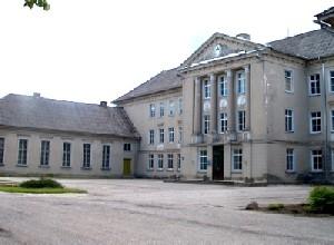 Türi Tehnika- ja Maamajanduskooli peahoone.  Foto: J. Dalberg  - pics/2006/12720_1.jpg