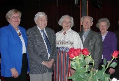 Järvalaste Kogu juhatuse liikmed koos külalistega. Vas.: A. Orunuk, T. Kõhelik, H. Ründva, J. Vihma ja E. Paulus - pics/2006/12904_1.jpg
