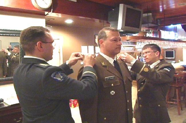 Uued EV  leitnandi pagunid sai Peeter Nicola Paunic Kanadast. - pics/2006/12981_11.jpg