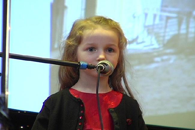 Noorim osavõtja nelja-aastane Epp K. Jaanson - pics/2006/12984_13.jpg