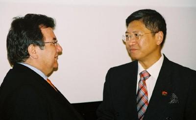 Kellatööstuse esindajad Itaaliast Gaetano Cavalieri ja Rymond Yip Hong Kongist. Foto: Werner Siebert - pics/2006/13012_1.jpg