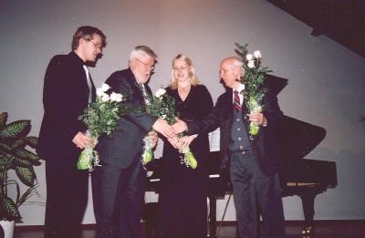 Pärast õnnestunud klaverikontserti. Vas.: Hando Nahkur, Charles Kipper, Elli Kipper ja Armas Maiste. Foto: R. Klaas - pics/2006/13017_1.jpg