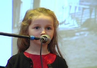 Noorim osavõtja nelja-aastane Epp K. Jaanson - pics/2006/13018_1.jpg