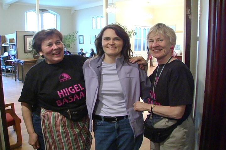 Irja Mägi-kohviku organiseerija, keskel Silvi Matsoo-laekur, Rutt Veskimets- juhataja - pics/2006/13147_39.jpg