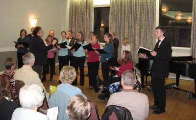 Laulab Peetri koguduse ansamblist Helin ja Nõo meesansamblist moodustatud  kammerkoor Margus Liivi juhatusel. - pics/2006/13212_10.jpg