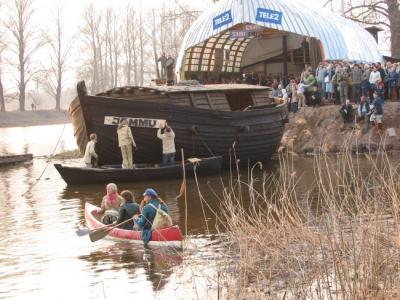 Lodi on vees. Nüüd tuleb veel nimesilt kinnitada.  Foto: Tiina Sarv - pics/2006/13250_3_t.jpg