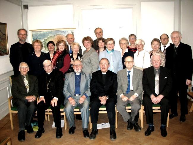 Sinodisaadikud Stockholmi Eesti majas 22. aprillil 2006.  Tiiu Pikkur   - pics/2006/13336_5.jpg