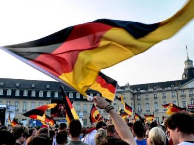 Jalgpalli MM on süstinud sakslastesse rahvuslikku eneseuhkust ja -teadvust.  Kõikjal lehvivad must puna-kuldsed lipud.  Foto: J. Siebert - pics/2006/13604_1_t.jpg