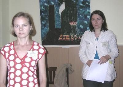 Konverentsi korraldaja Piret Noorhani (vas.) ja koordinaator Helen Hanni.  Foto: Vaike Külvet   - pics/2006/13790_1_t.jpg