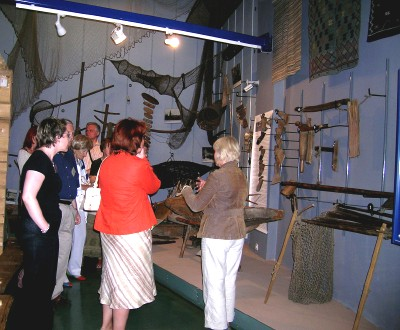 Konverentsist osavõtjad ekskursioonil Eesti Rahva Muuseumis.  Foto: Vaike Külvet - pics/2006/13790_2.jpg
