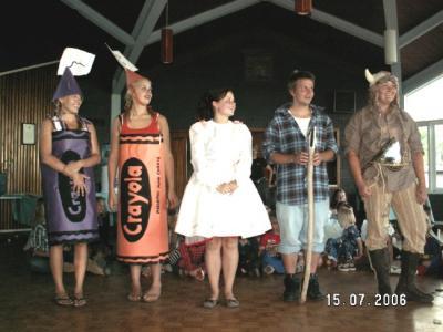 Seedrioru maskeraad, pildil kasvatajad:  Krista Lewis, Viiu Wichman, Laura Eichenbaum, Toomas Kimsto, Jaanika Kimsto.         - pics/2006/13845_4_t.jpg