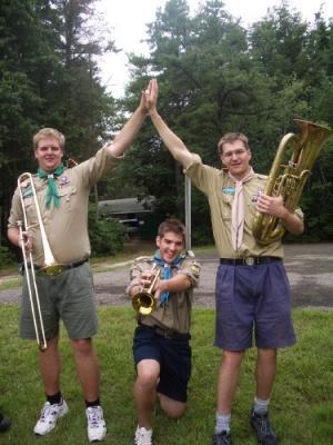 Nskm. Peeter Nieländeril (vas.), Nick Kazakoffil ja nskm. Paul Samblal on hea meel, et orkestri esinemine 22. juulil avaparaadil läks hästi korda! - pics/2006/13894_6_t.jpg