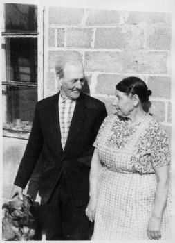 * Kirile Loo laulikust vanaema Ida, vanaisa Eduard ja kutsu Sammi. - pics/2006/13936_6.jpg