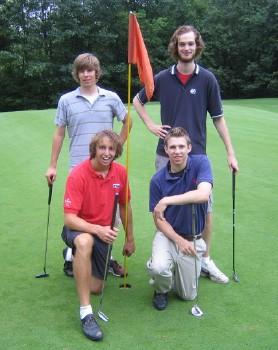 Võitja meeskond: ees < Greg Halpin ja Paul Lemay, taga - Matthew Raudsepp ja Alex McCooeye. - pics/2006/13966_1.jpg