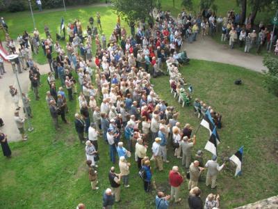 Hirvepargi kõnekoosolekule kogunes tänavu sadu inimesi.  Foto: T. Pikkur - pics/2006/14045_15_t.jpg