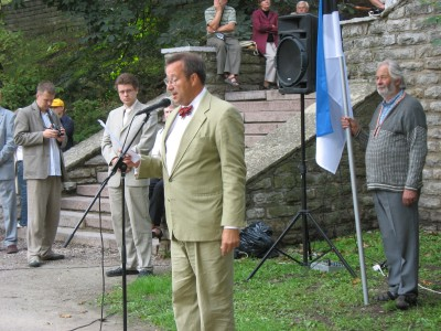 Kõneleb sotsiaaldemokraadist europarlamendi saadik, Eesti  presidendikandidaat Toomas Hendrik Ilves. Tema kõrval riigikogulane Urmas Reinsalu.  Foto: Tiiu Pikkur  - pics/2006/14045_16.jpg