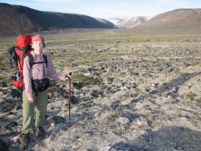Breathing in Nunavut's natural beauty.  Photo: Martin Carver  - pics/2006/14157_3_t.jpg