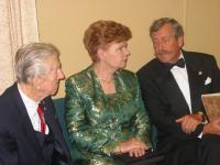Walter Pent, Her Excellency Vaira Vike-Freiberga, President of Latvia,and Martins Sausins, President, Baltic Federation of Canada in discussion at  the Baltic Evening. Walter Pent was one of the Estonian organizers of the first Baltic Evening which took place in 1973.    Photo: Peeter Bush  - pics/2006/14286_2_t.jpg