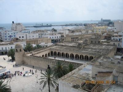 Vaade kindlusest Sousse'i peamoshee õuele ja merele. - pics/2006/14286_3_t.jpg