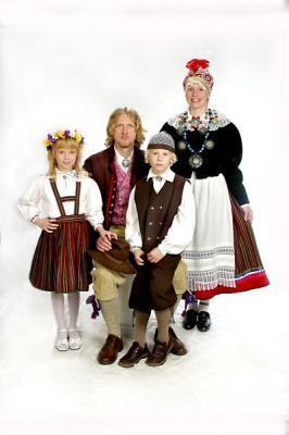 Perekond Rand < Riina, Enn, Timandra ja Henri.  Foto: perekonnaarhiivist - pics/2006/14330_4_t.jpg