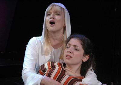 """Hanna-Liina Võsa (vas) lavastuses """"Inglid"""" emotsionaalne ja sarmikas nii   elus kui laval. - pics/2006/14388_1_t.jpg"""