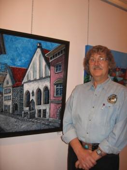 Kunstnik Jaan Teng oma maalinäitusel Eesti Maja galeriisaalis.  Foto: EP   - pics/2006/14548_1.jpg