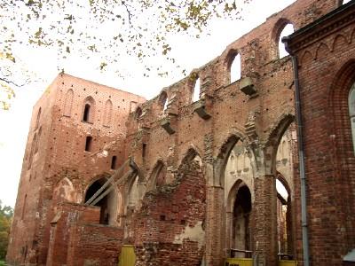 Võimsast Tartu Toomkirikust on järel varemed.  Foto: Üllas Linder - pics/2006/14596_10.jpg