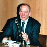 Mitme näoga mees, Markus Wolf 2002. aastal oma raamatu esitlusel.   Foto: W. Siebert - pics/2006/14715_3.jpg