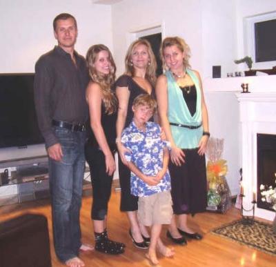 Pettinenide pere: isa Jaakko, Miriam, ema Katrin, Marianne, ees Mark             Philip. - pics/2006/14832_8_t.jpg