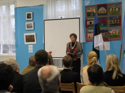 Raudna kooli ajalooõpetaja Imbi-Sirje Torm julges õpilasi kodu-uurimistööle õhutada juba siis, kui teda ennast selle eest KGB-sse ülekuulamisele kutsuti. Foto: Tiina Sarv - pics/2006/14942_26.jpg