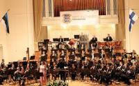 23. novembril Estonia kontserdisaalis < Eesti Kaitseväe orkester esineb koos    Soome orkestri Kaartin Soittokuntaga. Sellega tähistati Eesti Kaitseväe, aga    ka Kaitseväe Orkestri 88. sünnipäeva. Laulab solist, metsosopran Annaliisa    Pillak.    Foto: V. Polikarpus - pics/2006/14942_2_t.jpg