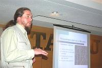 Ahto Kaasik kõnelemas Tartu College'is. Foto: Robert Hiis - pics/2007/09/17607_1_t.jpg