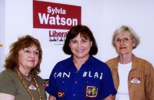 Hetk kohtumiselt Sylvia Watsoniga. Vas. Eda Sepp, Sylvia Watson ja Maie  Ilves. - pics/2007/09/17700_1_t.jpg