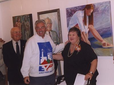 EKKT näitusel: vas. kunstnik Otto Rannamäe, parlamendiliige Michael Prue, EKKT president Mai Vomm-Järve. Foto: I. Lillevars - pics/2007/10/17779_1_t.jpg