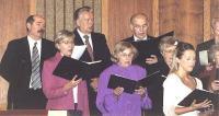 Ajalooline hetk  prof. Mati Palm (taga par. esimene) laulmas TEBK segakoori  bassirühmas.  Foto: I. Lillevars.     - pics/2007/10/17905_3_t.jpg