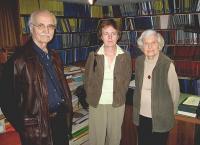 Johannes Tanner, Merike Kiipus ja pr. Eerme tutvumas Emil Eerme eksliibriste koguga Torontos - pics/2007/10/17931_1_t.jpg