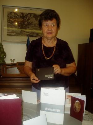 Saima Varangu, kokkutuleku korraldaja, esitas oma meenutusi pr. Lenderist  ja unustamatust kooliajast. Foto: K. Tensuda  - pics/2007/10/_1.jpg