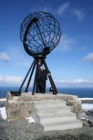 Tõnu Orav Nord Kappi monumendi juures käesoleva aasta aprilli lõpul.   - pics/2007/11/18077_1_t.jpg