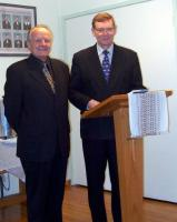 Vas. E.E.L.K. peapiiskop dr. Andres Taul ja prof. Tarmo Kulmar.  Foto: Tiiu Roiser  - pics/2007/11/18084_1_t.jpg