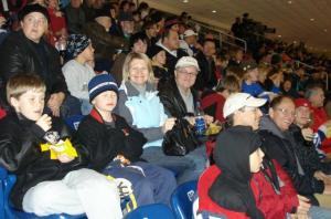 Kalevi hokihuvilised Toronto Marlies¹i mängu jälgimas. - pics/2007/11/18313_1_t.jpg