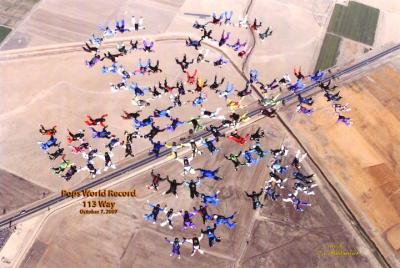 113 members of POPS (over forty-year-old skydivers) in formation, setting a world record.    Photo: Terry Weatherford - pics/2007/12/18374_1_t.jpg