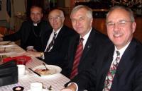 Õp. Arho Tuhkru, dr. Roman Toi, koguduse esimees Olev Maimets ja abiesimees  dr. Jaan Reitav. Foto: T. Roiser       - pics/2007/12/18464_2_t.jpg