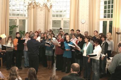 EÜSLi projektkoor laulmas Bonni Annabergi lossis. - pics/2007/15395_1_t.jpg