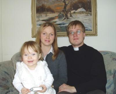 Perekond Roots: Pirjo, Marek ja Hanna-Mirjam. Foto: K. Tensuda - pics/2007/15718_1.jpg