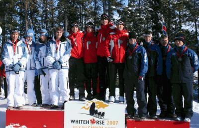 Võidukas Ontario teatesuustamise meeskond pjedestaali kõrgeimal astmel. Paremalt teine Len Väljas. - pics/2007/15721_1_t.jpg