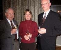 Olev Träss, Maimu Mölder ja Lembit Nieländer klaasi veiniga kohvipausi ajal - pics/2007/15854_4_t.jpg