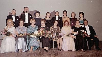 Pärast õpilasõhtu operetilavastust 1960. aastate algul. Keskel Helmi Betlem.  Arhiivifoto - pics/2007/15993_1_t.jpg